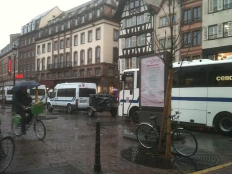 Suite à une rumeur, la police mobilisée en force place Kléber à Strasbourg