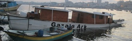 Gaza's Ark Attacked/ L'Arche de Gaza attaquée