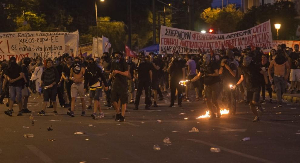 Athènes: heurts entre police et manifestants