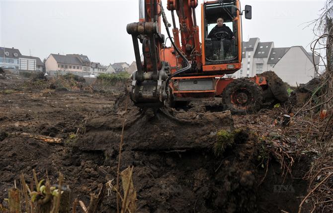 hier-on-recouvrait-deja-une-zone-ayant-fait-l-objet-de-fouilles-archeologiques-a-l-arriere-des-mai