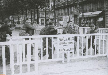 Persécutions quotidiennes des exilé-e-s: un parc parisien leur est interdit