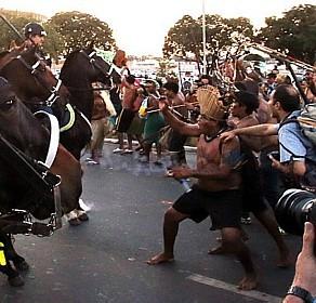 Fuck foot: répression policière  contre la protestation anti-foot des indigènes au Brésil