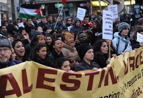 les-manifestants-ont-repris-en-choeur-differents-slogans-photo-dna-jean-christophe-dorn