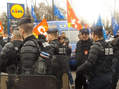 Valls à Mulhouse: criminalisation de l'action syndicale
