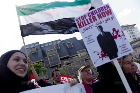 Manifestation à Strasbourg contre les massacres en Syrie [DNA-L'Alsace-Le Parisien]