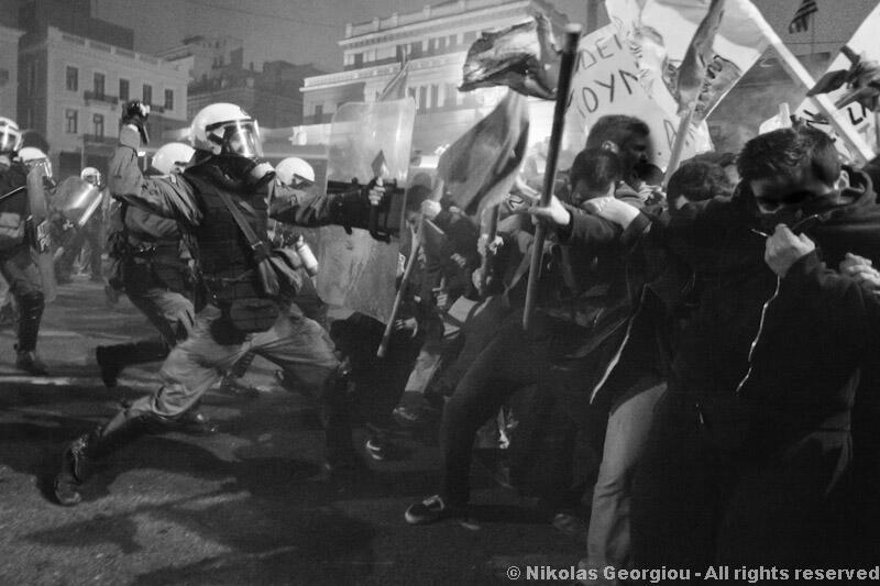 Forte répression de la police lors des manifestations contre l'austérité en Grèce  Lire la suite : Forte répression de la police lors des manifestations contre l'austérité en Grèce