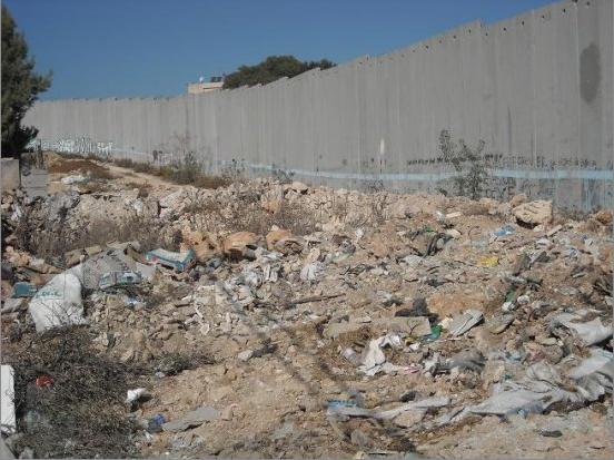 Le mur en construction le long du Giessen feuille2chou