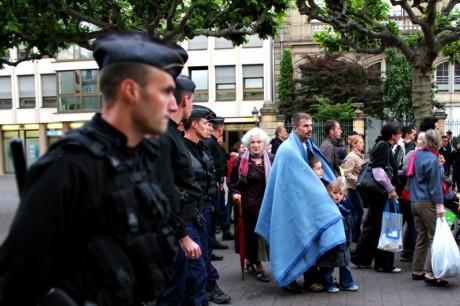 Grande victoire de la gendarmerie nationale contre les poussettes étrangères, place Broglie, à Strasbourg