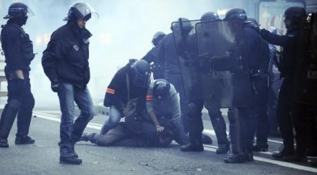 treize-manifestants-ont-ete-interpelles-a-toulouse-(notre-photo)-et-vingt-et-un-a-nantes-photo-afp