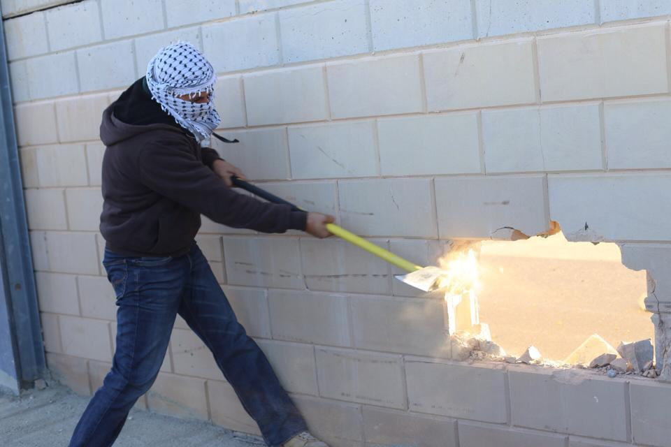 Quand des Palestiniens commémorent les 25 ans de la chute du mur de Berlin…