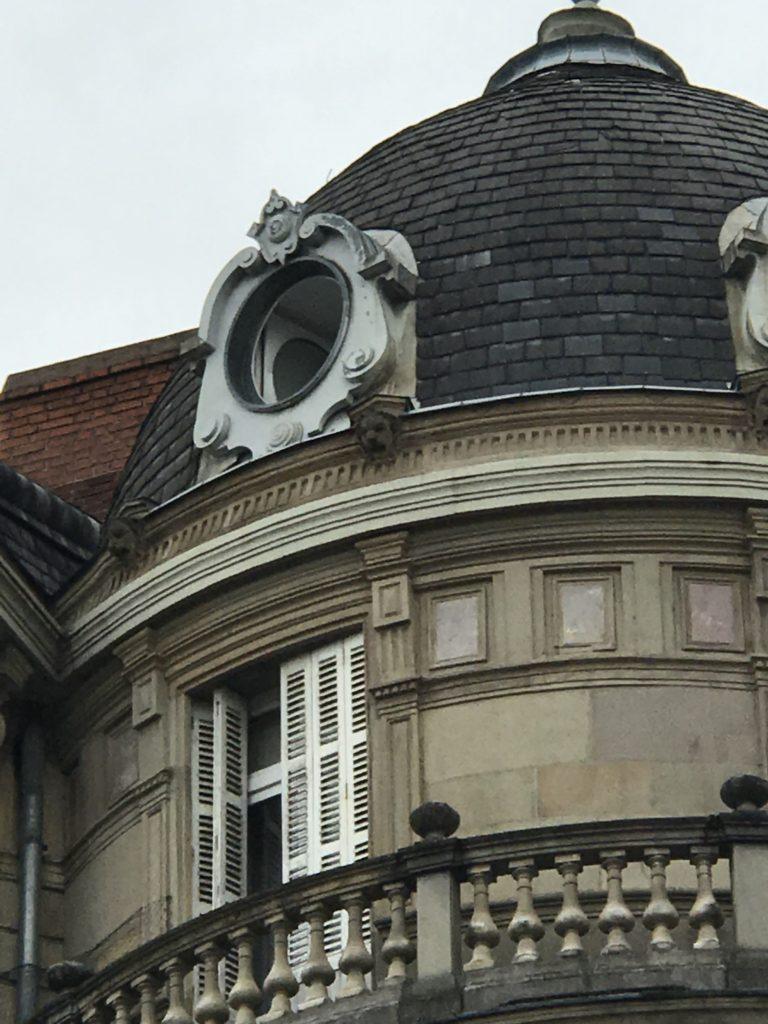 Macron à Strasbourg privatise la place Broglie et les rues d'accès à ses rendez-vous