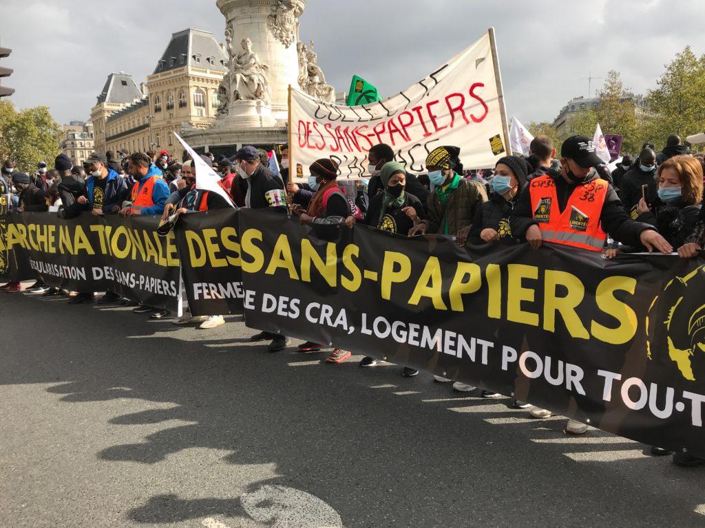 Des milliers de travailleurs sans-papiers à Paris le 17 octobre et rien dans les médias!