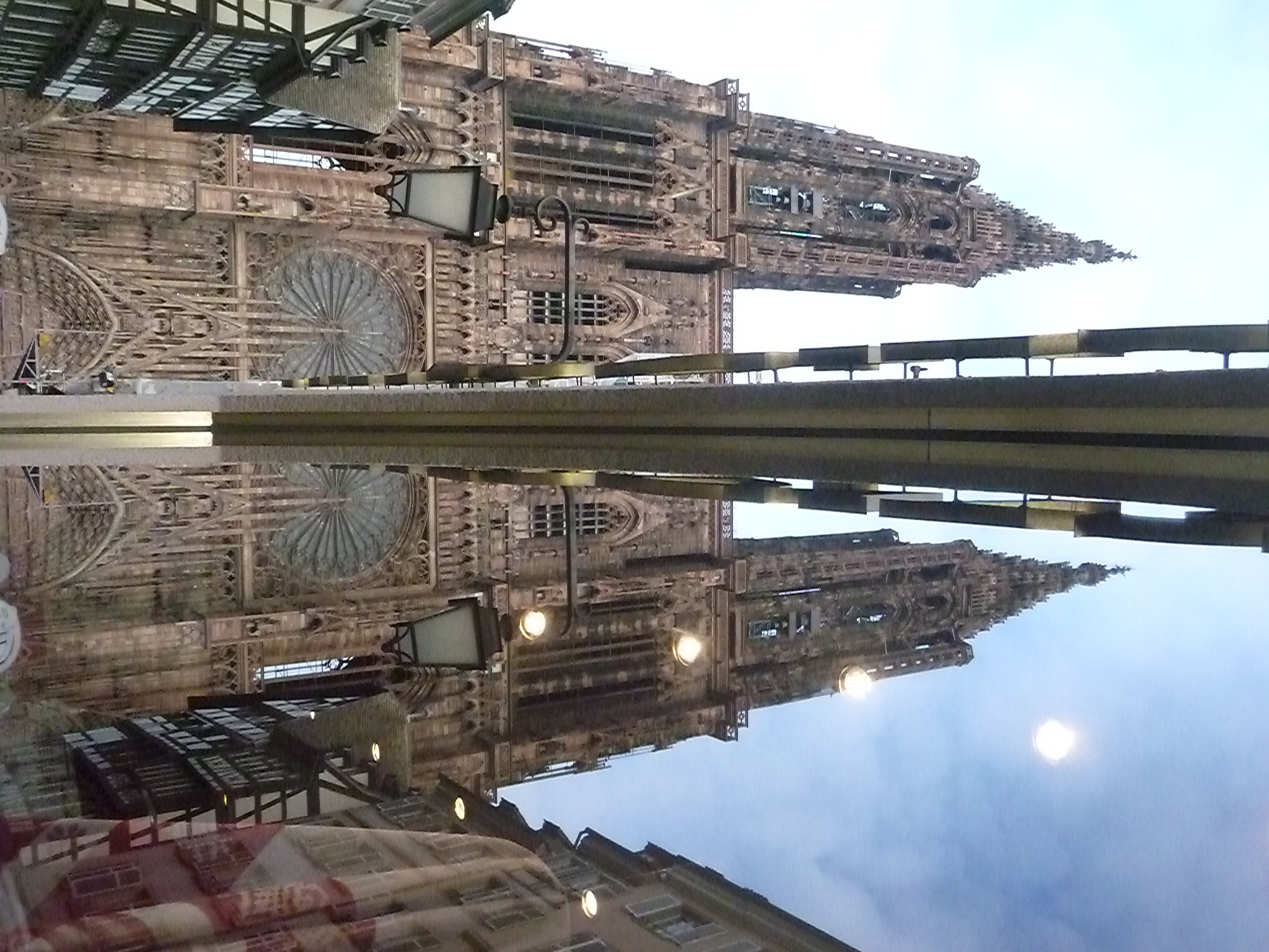 Enfin, la cathédrale Notre-Dame de Strasbourg a deux tours – La Feuille de  Chou