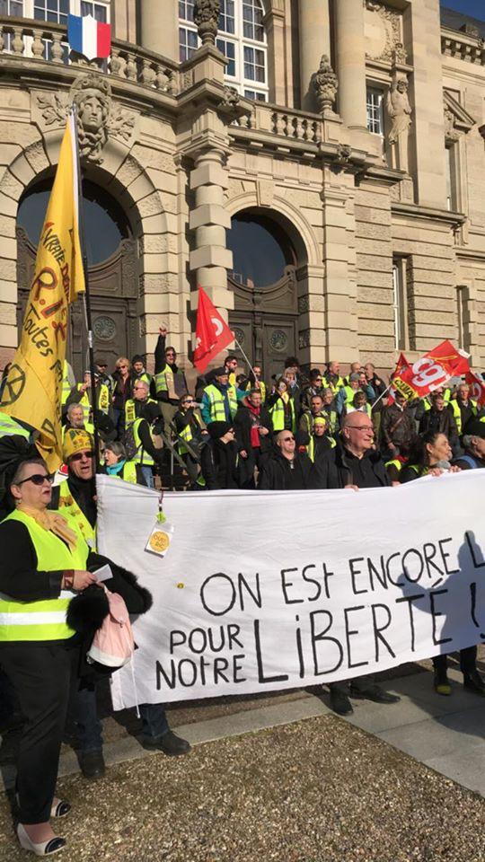 200 manifestants à Colmar, Gilets jaunes et Cégétistes