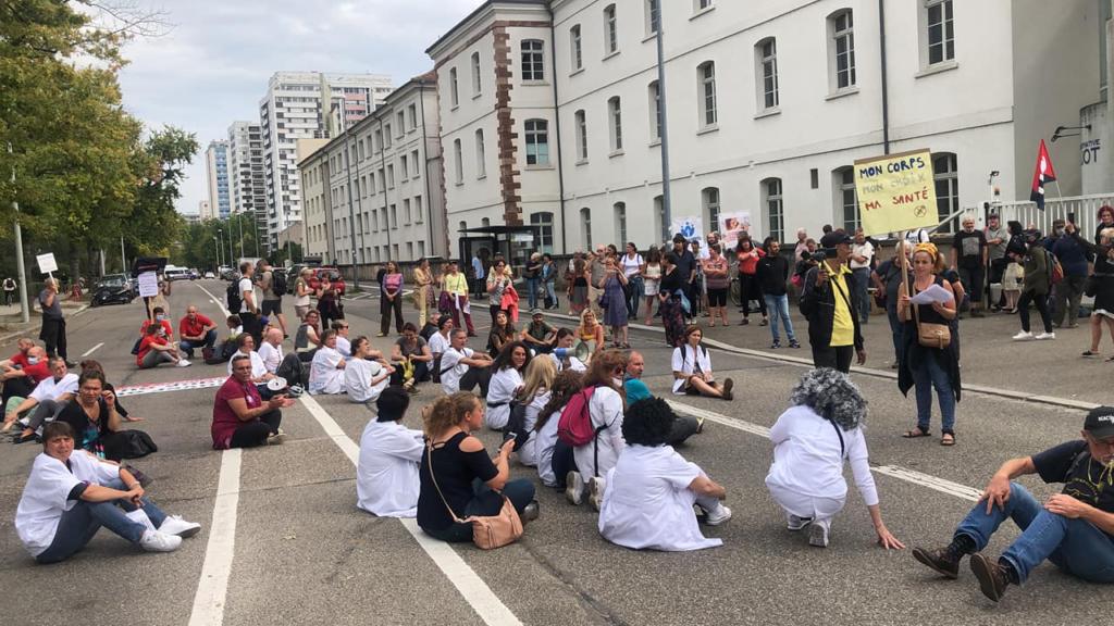 Mobilisation de soignant.e.s devant  l'ARS du Bas-Rhin